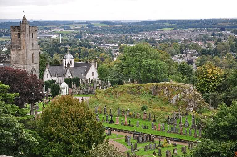 Iglesia y antiguo cementerio Stirling