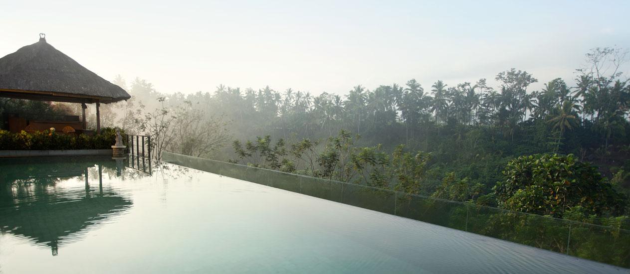 piscina infinita kamandalu resort