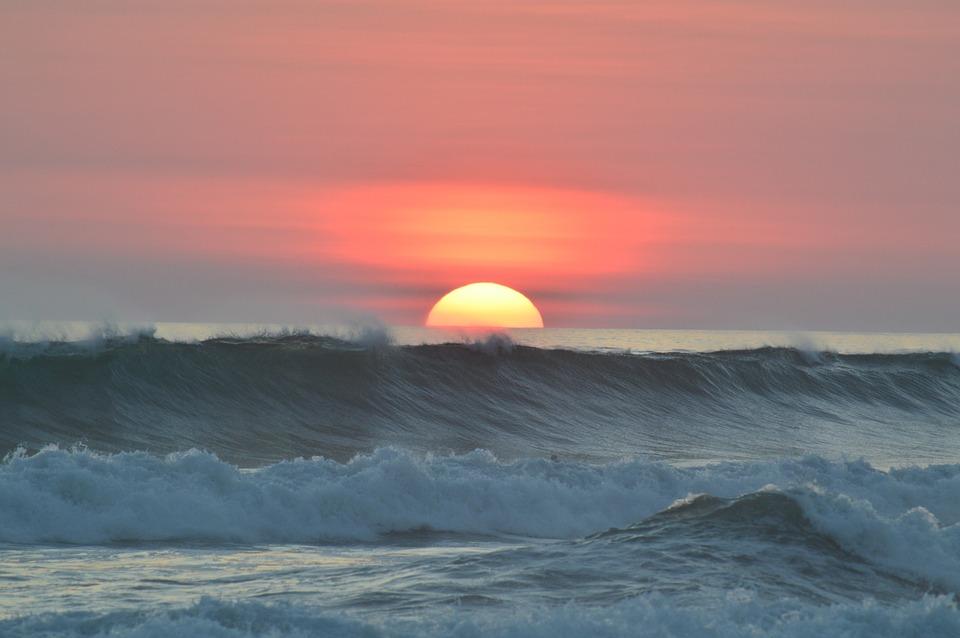 Puesta de sol y surf en Costa Rica