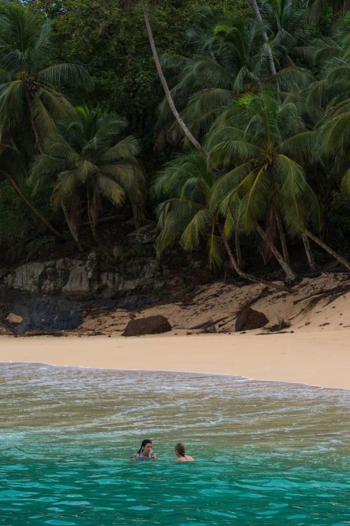 Playa Banana desierta  Santo Tomé y Príncipe